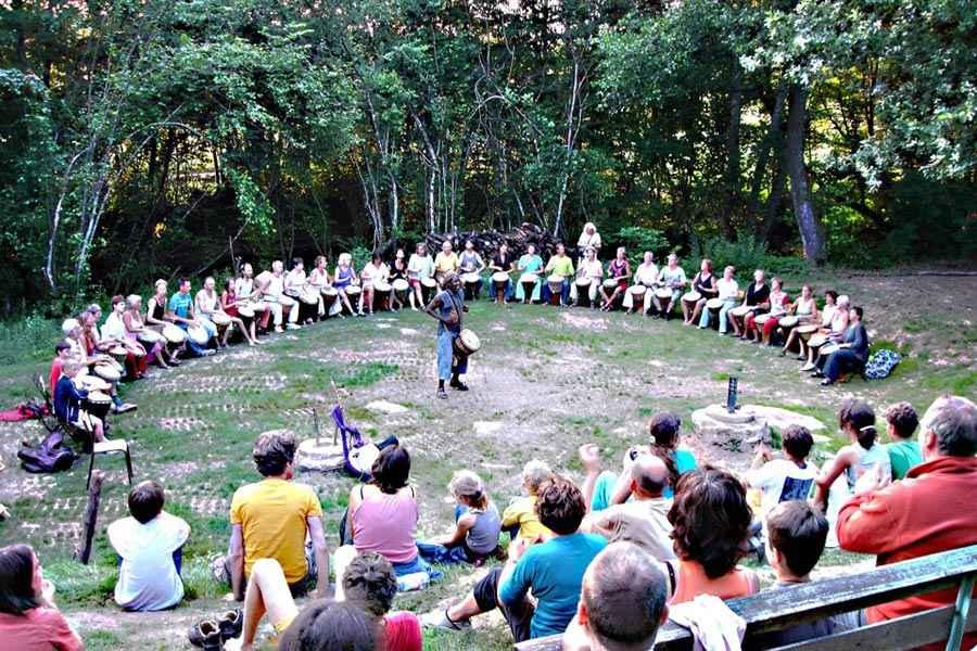 Djembé workshop op een festival