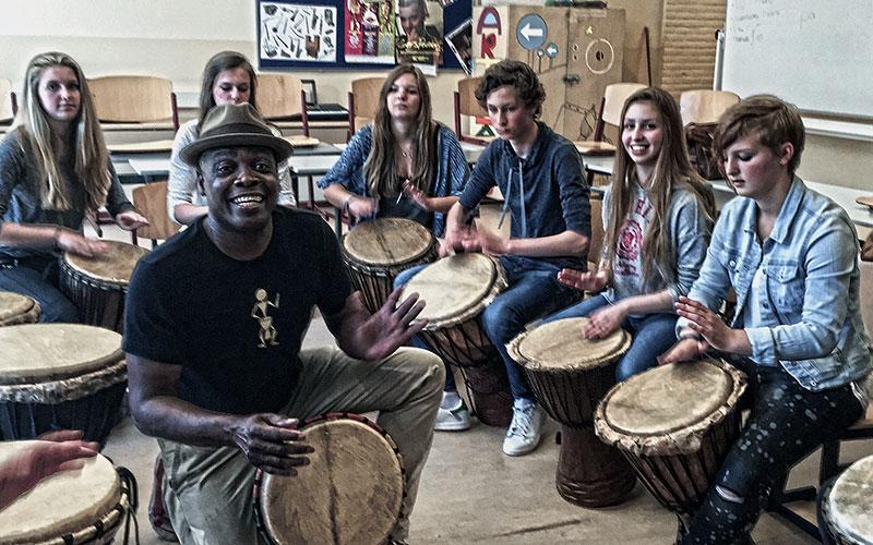 djembeworkshop alphen aan de rijn djembe workshop djembeles victor sams djembeworkshop school scholen - Victor Sams Djembé Workshops