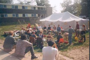 djembe amsterdam djembeles back to roots 1997 victor sams 5 300x200 - Back To The Roots