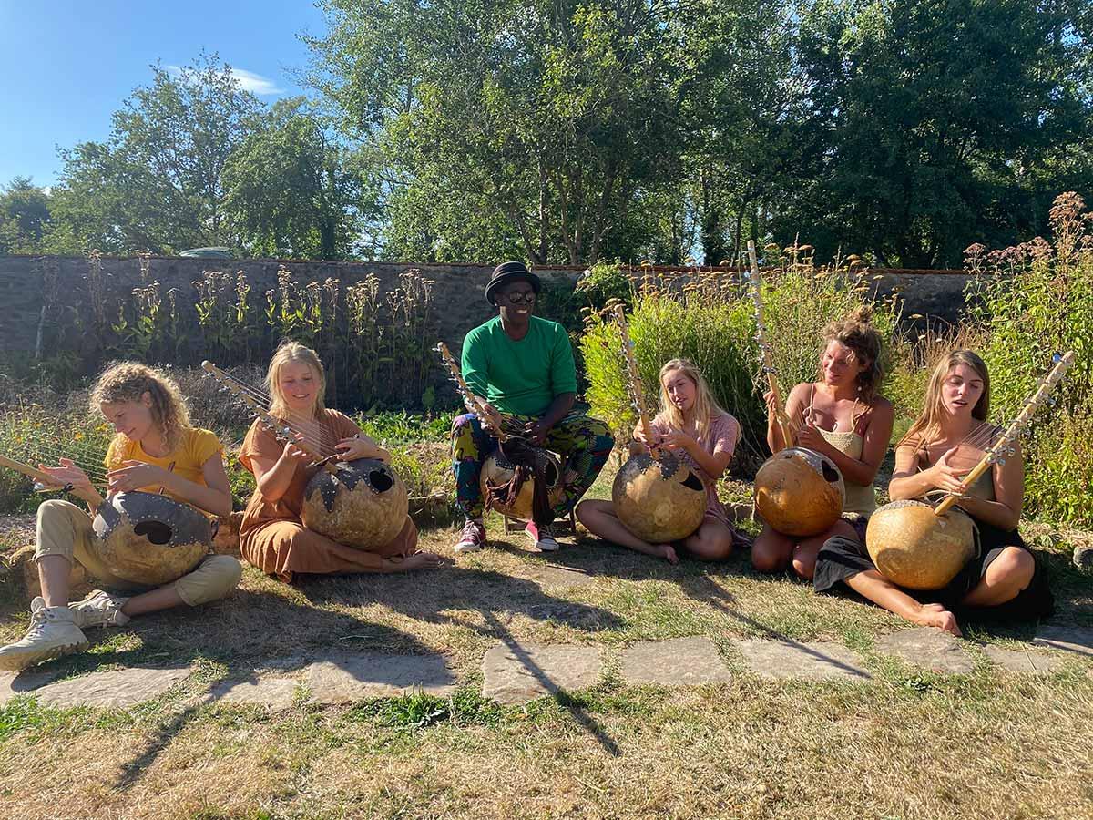 eigentijds festival 2021 ecolonie frankrijk ngoni workshop victor sams - Eigentijds Festival Ecolonie 2021